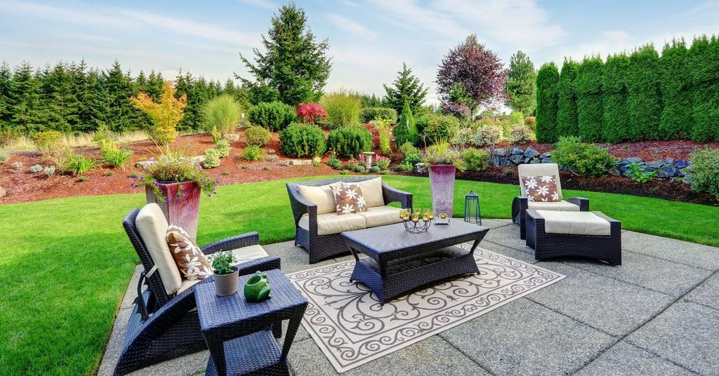how-to-decorate-your-backyard